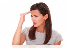 Jonge dame die ziek met hoofdpijn kijken Royalty-vrije Stock Afbeeldingen