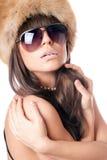 Jonge dame die zonnebril met suikerlippen draagt stock fotografie