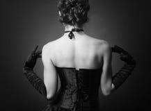 Jonge dame in elegante avondjurk stock fotografie