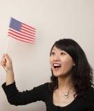 Jonge dame met de vlag van de V.S. Stock Afbeelding