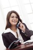 Jonge dame op het kantoor Royalty-vrije Stock Afbeelding