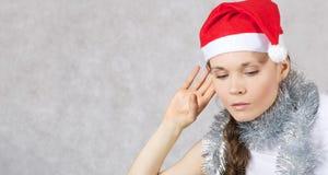 Jonge dame in Santas-hoed Royalty-vrije Stock Afbeeldingen