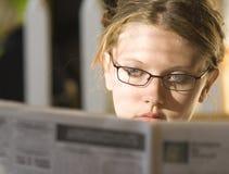 Jonge damelezing Stock Afbeelding