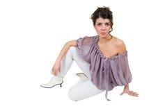 Jonge damezitting op de vloer Stock Afbeelding