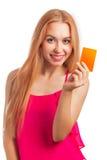 Jonge de giftkaarten van de vrouwenholding Stock Foto