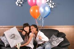 Jonge de partijpret van de meisjesverjaardag royalty-vrije stock afbeelding