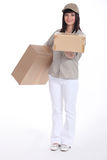 Jonge deliverer van pakketten Royalty-vrije Stock Foto's