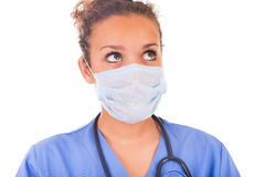 Jonge die arts met masker en stethoscoop op witte backgro wordt geïsoleerd royalty-vrije stock foto's
