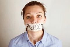 Jonge die vrouw met mond met band wordt behandeld royalty-vrije stock afbeeldingen