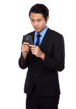 Jonge die zakenman op de mobiele telefoon wordt gelezen Royalty-vrije Stock Afbeelding