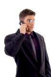 Jonge dienstverlener die op celtelefoon communiceert Stock Afbeeldingen