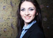 Jonge donkerbruine vrouw royalty-vrije stock foto's