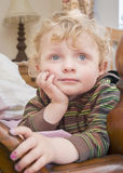 Jonge dromende jongen Royalty-vrije Stock Foto's