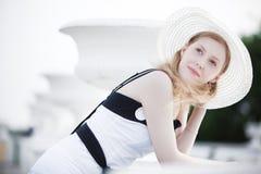 Jonge elegante vrouw Stock Foto's