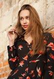 Jonge en modieuze brunette royalty-vrije stock afbeeldingen