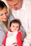 Jonge familie met een baby. royalty-vrije stock afbeelding