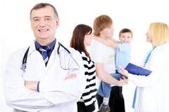 Jonge familie met kind in het ziekenhuis Royalty-vrije Stock Fotografie