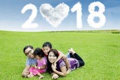 Jonge familie met nummer 2018 Royalty-vrije Stock Afbeelding