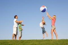 Jonge familie, ouders met kinderen, Royalty-vrije Stock Afbeelding