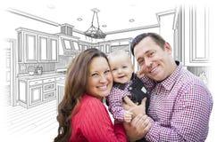 Jonge Familie over Douanekeuken en Ontwerptekening royalty-vrije stock afbeeldingen