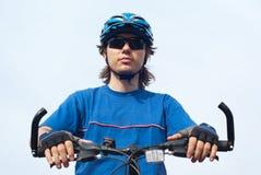 Jonge fietser royalty-vrije stock afbeeldingen