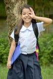 Jonge Filipina Student Child Searching Wearing-Eenvormige School stock foto's