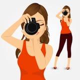 Jonge fotograafvrouw die foto's nemen vector illustratie