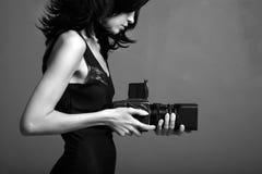 Jonge fotograferende dame Stock Foto's