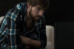 Jonge gedeprimeerde mens Stock Afbeelding