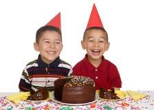 Jonge geitjes bij de Partij van de Verjaardag Stock Afbeeldingen