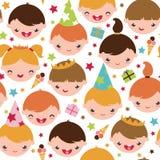 Jonge geitjes bij een naadloos patroon van de verjaardagspartij Stock Foto's