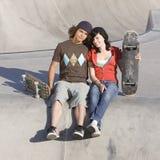 Jonge geitjes bij skatepark Royalty-vrije Stock Foto's