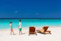 Jonge geitjes bij strand Royalty-vrije Stock Foto's