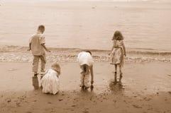 Jonge geitjes bij Strand 2 Royalty-vrije Stock Afbeelding