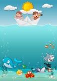 Jonge geitjes binnen een document boot bij de oceaan met vissen onder water vector illustratie