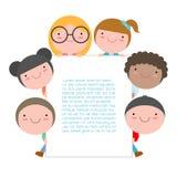 Jonge geitjes die achter aanplakbiljet, Leuke kleine kinderen op witte achtergrond, Vectorillustratie piepen stock illustratie
