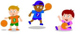 Jonge geitjes die - Basketbal spelen Stock Foto