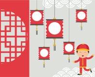Jonge geitjes die Chinese Nieuwjaarachtergrond vieren onder lantaarn Royalty-vrije Stock Foto's