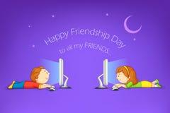 Jonge geitjes die Gelukkige Vriendschapsdag wensen Royalty-vrije Stock Afbeelding