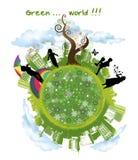 Jonge geitjes die in groene wereld spelen Stock Afbeelding