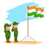 Jonge geitjes die Indische vlag groeten Stock Foto