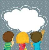 Jonge geitjes die op het lege wolkenmalplaatje letten stock illustratie