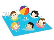 Jonge geitjes die pret in de pool hebben Stock Foto's