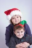 Jonge geitjes die pret hebben bij Kerstmis royalty-vrije stock foto's