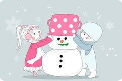 Jonge geitjes die sneeuwman maken royalty-vrije illustratie