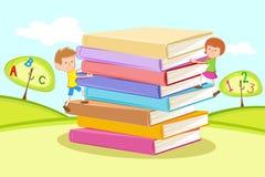 Jonge geitjes die Stapel van Boeken beklimmen stock illustratie