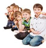 Jonge geitjes die tanden schoonmaken stock foto's