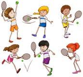 Jonge geitjes die Tennis spelen Royalty-vrije Stock Afbeeldingen