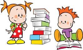 Jonge geitjes en boeken Stock Foto's