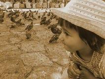 jonge geitjes en duiven Royalty-vrije Stock Afbeelding